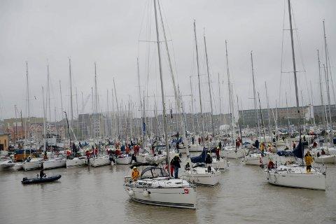 TETT I TETT: Det kan bli begrensninger i antall båter i årets Færderseilas, som i fjor. Bildet er fra 2019.