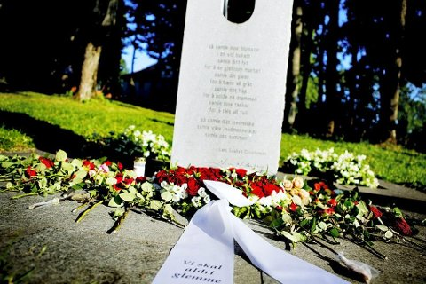 Minnesmerket, som er laget av kunstner Nico Widerberg ble i 2012 reist i parken nedenfor Teie Hovedgård.
