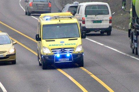 BEORDRER FULL STOPP: Fersk statistikk avslører at antallet eldre som blir fraktet mellom hjemmet og sykehus med ambulanse på natten, har økt betraktelig i Vestfold. Nå forventer helseminister Bent Høie full stopp i denne praksisen.