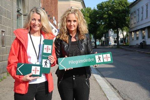 MERKET PILEGRIMSLED: Cathrine Engebretsen (til venstre) og Ellen Eriksen er glade for at Vestfold nå kan by på en egen, merket pilegrimsled til innbyggere og turister.