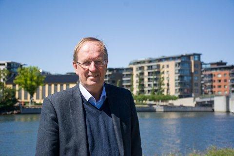 POSITIV: Ordfører Petter Berg (H) har ingenting imot en utredning av østalternativet.