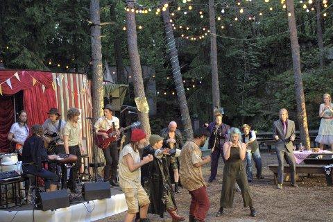 RETUR: I 2016 var bandet Pinkertons en del av «As you like it»-forestillingen i Thaulowhullet. Lørdag er de tilbake, nå med en egen konsert.