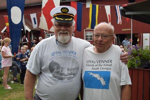 FEIRET: Olav Helge (t.h.), styreleder i Øyas Venner, fylte 70 samme dag. Her sammen med leder i innlandsavdeling Per Magnar Holte.