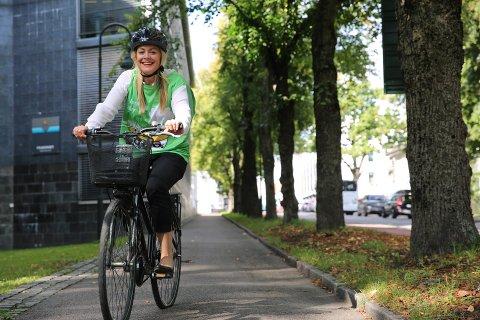 LA BILEN STÅ: Den 20. september oppfordrer Linda Carolina Ehnmark alle som kan til å la bilen stå og velge mer miljøvennlig transport. Selv pleier hun å sykle til jobb.