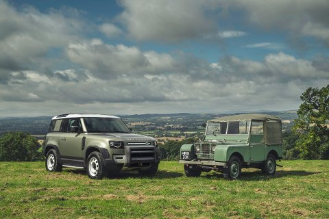 GAMMEL OG NY: Defender er en videreføring av de gamle Land Rover-bilene som ble lansert for første gang i 1948. Med minimalt overheng foran og bak har den nye modellen gode inngangs- og utgangsvinkler.