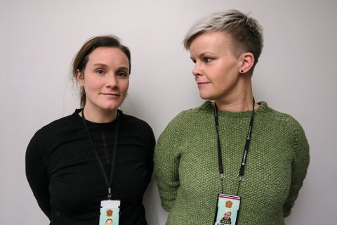 ADVARER: Kristine Bye og Camilla Hålien Johansen fra politiet sier de har merket tendenser til at ungdommen har blitt yngre når de debuterer med cannabis enn tidligere.