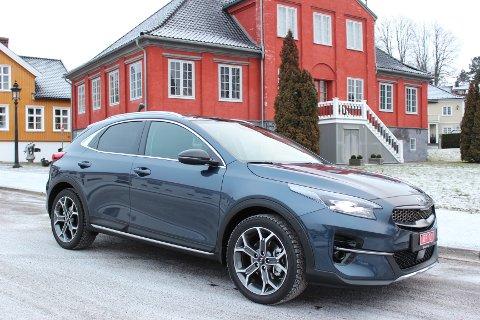 FIN MIKS: Kia XCeed kombinerer de praktiske egenskapene til en SUV med sporty design og engasjerende kjøreegenskaper.