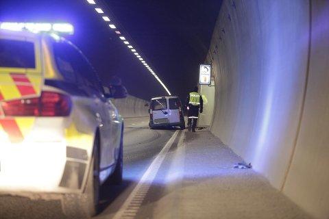 MISTET KONTROLLEN: Ulykken skjedde da bilen traff veikanten inne i tunnelen.
