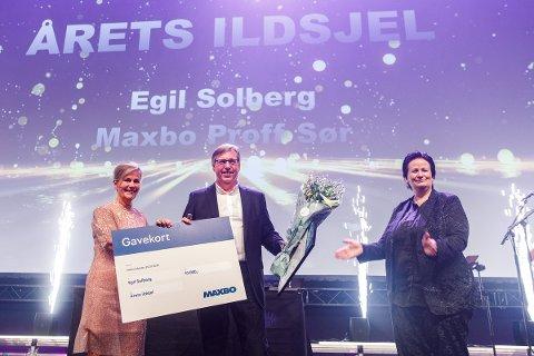 ER ET LYSPUNKT: – Egil er hel ved og et lyspunkt i hverdagen for alle som treffer på han, forteller salgsdirektør i Maxbo Marius Gustavsen.