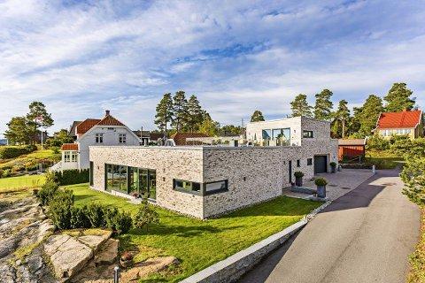 BYGGET I STEIN: Boligen ligger i Dukenveien på Nøtterøy.