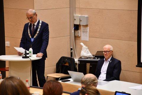 UENIGE: Ordfører Jon Sanness Andersen (Ap) og Richard Fossum (Sp) var uenige i onsdagens kommunestyremøte.