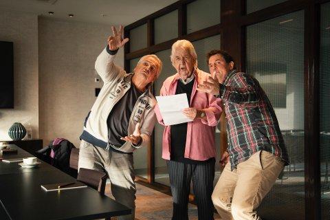 HØR NÅ: Sammen skal de få bankettsalen i Hotel Klubben til å riste av latter denne før-julen. Fra venstre: Tom Sterri (regi), Tor Erik Gunstrøm og Sturla Berg-Johansen.