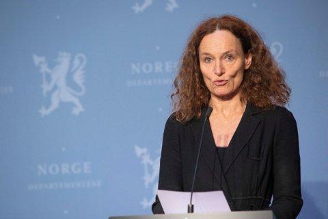 FORVERRING: - Situasjonen har forverret seg betydelig, sa Folkehelseinstituttets direktør Camilla Stoltenberg da hun presenterte de siste smittetallene på pressekonferansen onsdag.