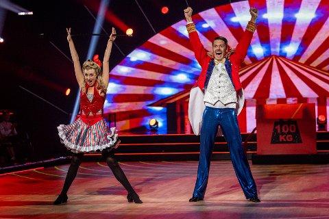 MASSE SKRYT: Andreas Wahl og Mai Mentzoni fotografert under lørdagens episode av Skal vi danse