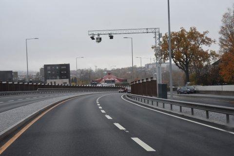 BOM: Alle som kjører i Presterødbakken i retning sentrum må betale bompenger fra neste uke.