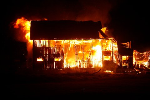 NEDBRENT: Den kraftige brannen var synlig på lang avstand.