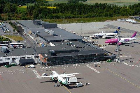 KILDE: En passasjer som landet på Torp i slutten av oktober er antatt å være «pasient null» i forbindelse med to smitteutbrudd på Sørlandet.