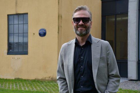 FLYTTER SHOW: Arrangør Kjetil Kristoffersen er lettet over at det lot seg gjøre å flytte Marius Roth Christensens fra Støperiet til Klubben.
