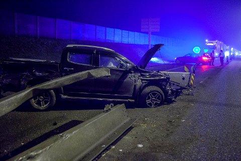 TRAFIKKULYKKE: Bilen er totalvrak etter kollisjonen.