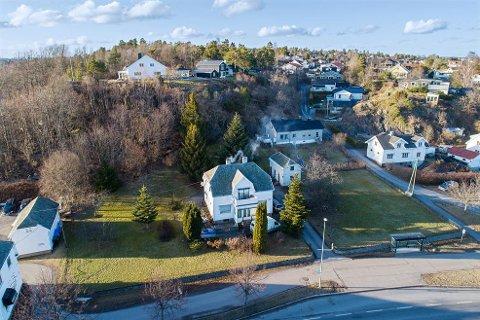 REGULERT: Kirkeveien 101 ligger nå ute til salgs. I tillegg til eneboligen er eiendommen ferdig regulert med inntil åtte boenheter.