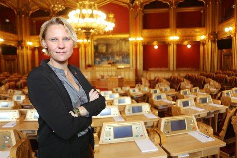 GLAD FOR REFORM: Maria Aasen-Svensrud deltar i helgen på Arbeiderpartiets virtuelle landsmøte, og opplever at vedtaket om å endre ruspolitikken både på helse- og justisområdet er til det bedre. Her er hun avbildet på arbeidsplassen sin i Stortinget.