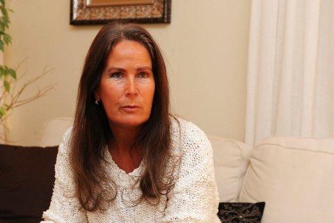 ADVARER: – Kundesentrene våre blir rent ned av henvendelser fra folk som blir forsøkt svindlet, forteller Live Stensholt.