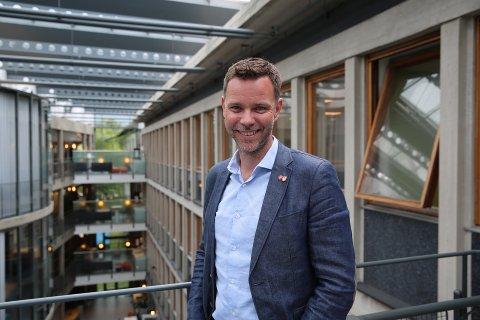 UNIK MULIGHET: Leder av hovedutvalget for næring og reiseliv, Truls Vasvik (Ap), forteller at koronapandemien åpner for en unik mulighet, der fylkeskommunen kan tilby et nytt opplæringsopplegg.