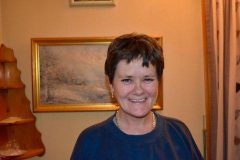 JULEFEIRING: Etter at samboeren døde i høst ble Siv Kristin Vinkenes redd for at hun måtte sitte alene med sorgen til jul. Nå har hun fått noen å feire med.