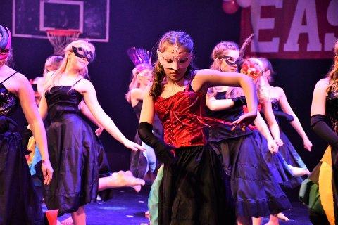 AVLYSER: Heges Jazzballett avlyser undervisningen. Her fra forestillingen i Nøtterøy kulturhus i november i fjor.