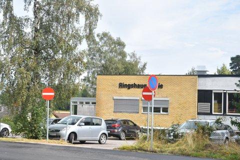 SENDT HJEM: En førsteklasse ved Ringshaug skole har fått beskjed om å holde seg hjemme grunnet fare for spredning av Koronavirus.