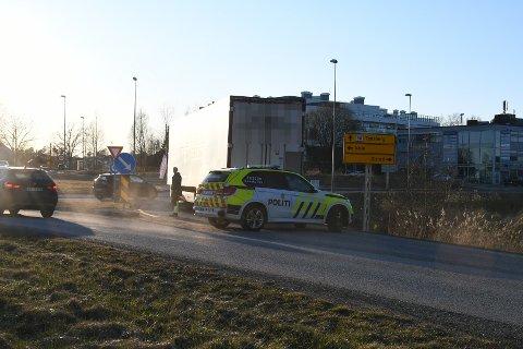 BOM STOPP: Politiet rykket ut for å dirigere trafikken.