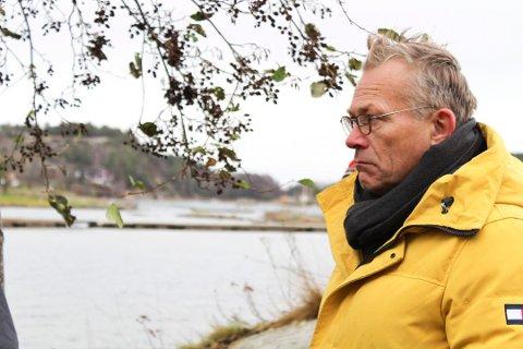 GIR SEG IKKE: Arkitekt Rune Breili ber departementet om se på brygge-saken i Holtekjærstranda 80. Saken har vært endelig behandlet av Settefylkesmannen i Agder. Det er opp til departementet å vurdere om de vil behandle saken.