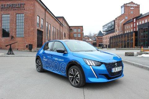 BLIR ELEKTRISK: Nå kommer Peugeot 208 med norgesvennlig elektrisk drivlinje. Suveren kjørefølelse og påkostet interiør gjør dette til en attraktiv nykommer på elbilmarkedet.
