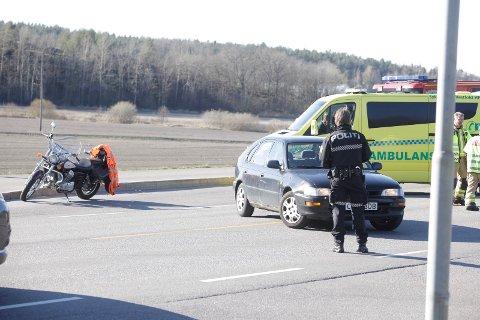 SAMMENSTØT: En bil og en mc skal ha kollidert i Kirkeveien på Nøtterøy.