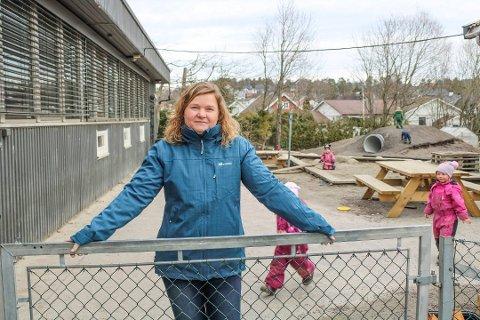 Daglig leder i Barnas Have, Birte Bakken, er spent før barnehagestart mandag. Fremdeles har hun ubesvarte spørsmål til hvordan barnehagen skal driftes de neste ukene.