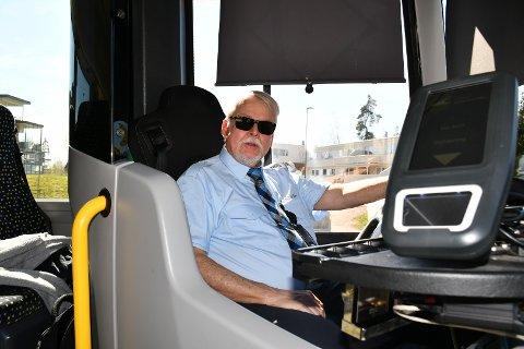 RARE DAGER: Bussjåfør Fritz Ivar Kjølberg har kjørt rundt ti personer totalt mandag med én time igjen av skiftet.