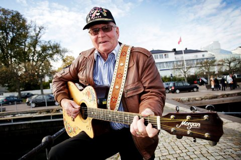 STIKKER INNOM: Knut «Sputnik» Storbukås skal spille konsert på Revetal i august. Nå leter han etter jenta som sang med ham for mange år siden.