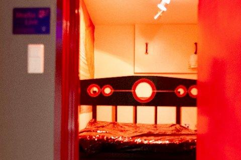 LEKEROM: I klubblokalet er det i tillegg til en bar flere rom medlemmene kan bruke til å dyrke BDSM-interessen.