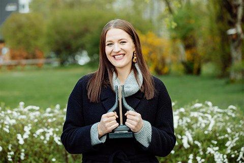 PRISVINNER: Lise Davidsen vant Spellemannsprisen og et stipend på 100.000 kroner som hun gir videre. Lise Davidsen håper dette stipendet kan være med på å inspirere til flere prosjekter med fokus på den klassiske musikken.