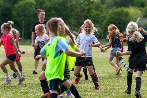 GLEDE: Ingen tvil om det var gøy å komme igang med fotballtrening.