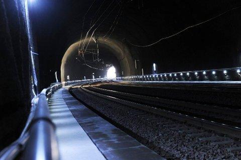JARLSBERGTUNNELEN: Inne i denne tunnelen skal det befinne seg en person. Togtrafikken er stanset.