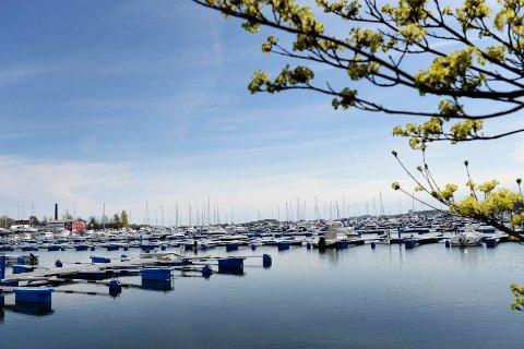 ROBBET: Det var i båthavna på Vallø at flere ble frastjålet verdisaker mens de lå og sov i båtene sine.