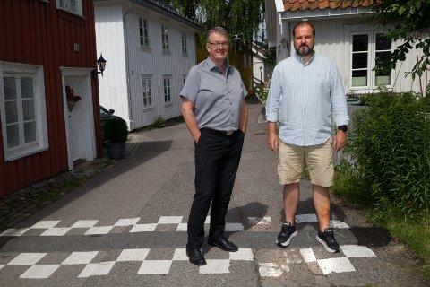 Frank Solberg (til venstre) hjalp Anders Knutsen da han styrtet i husveggen og asfalten etter velt over fartsdumpen i Nordbyen.