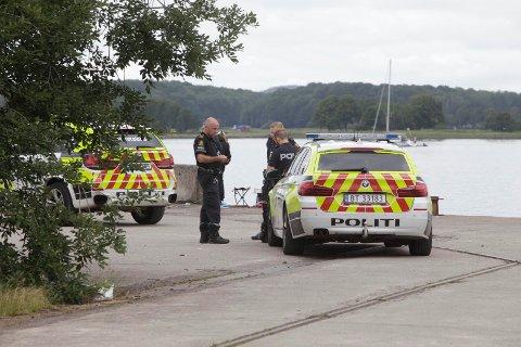 RYKKET UT: Fiskerne forteller at politiet kom raskt til stedet og pågrep mannen.