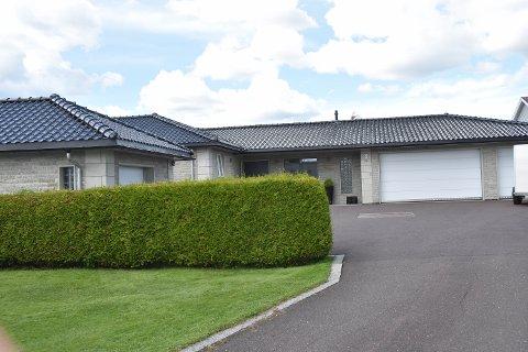 PRØVER IGJEN: Villaen i Fossåsveien 5 på Føyland er lagt ut til salgs for andre gang.