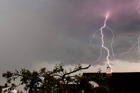 LYNET SLO NED: Årsaken til det store strømbruddet er trolig lynnedslag, ifølge Skagerak Nett. (Illustrasjonsfoto: Larsen, Håkon Mosvold / NTB scanpix)