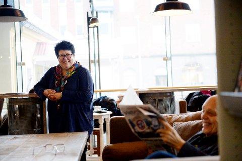 """ØNSKER VELKOMMEN: Bilblioteksjef Tone Moseid på Tønsberg og Nøtterøy bibliotek, gleder seg til """"nyåpning"""" mandag."""