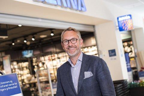 STOLT OVER NY BUTIKK: Jernia-leder, Espen Karlsen, ser frem til å ta i mot kunder i den nye butikken på Farmanstredet.