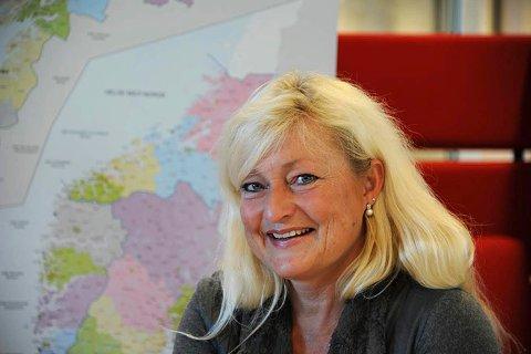 AVSTAND: Ordfører Anne Rygh Pedersen har alltid et munnbind parat når hun er ute og møter folk.