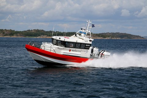 TA VARE PÅ HVERANDRE: Båtsesongen er i gang, og det viktigste rådet Håvard Danielsen og resten av mannskapet ved redningsbåten til Røde Kors har, er å ta vare på hverandre og vis hensyn på vannet.